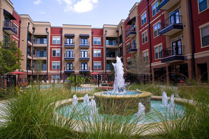 925MainSt-Courtyard