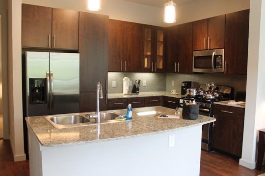 AMLI-Uptown-kitchen-island