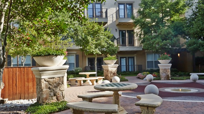 Allura-Apts-Courtyard