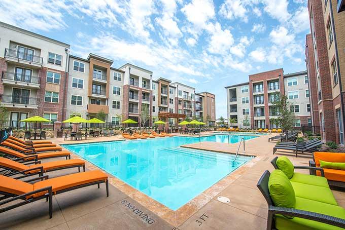 Cityscape-Market-Center-pool-2