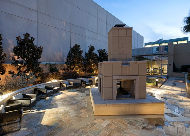 Glass-House-Dallas-Fire-Pit