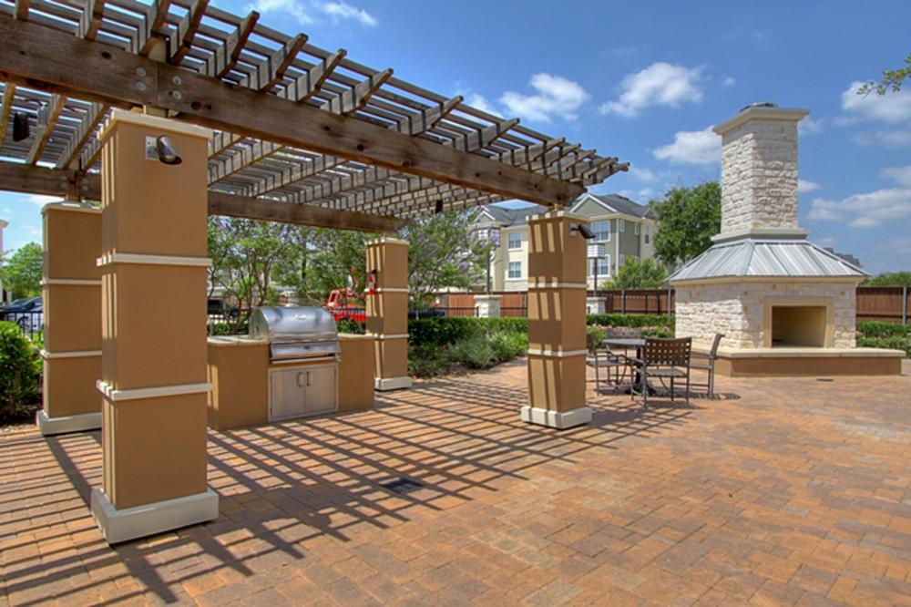 Marquis-Woodlands-patio