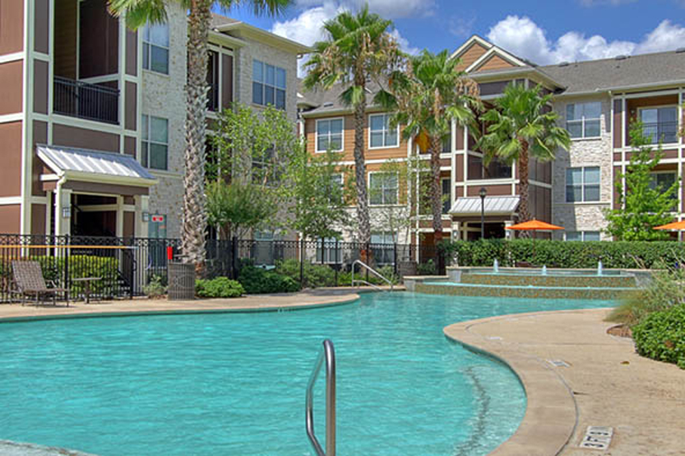 Marquis-Woodlands-swimming-pool-at-apartments