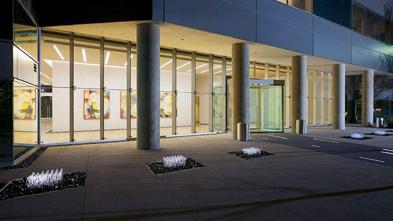 One-Dallas-Center-Entrance