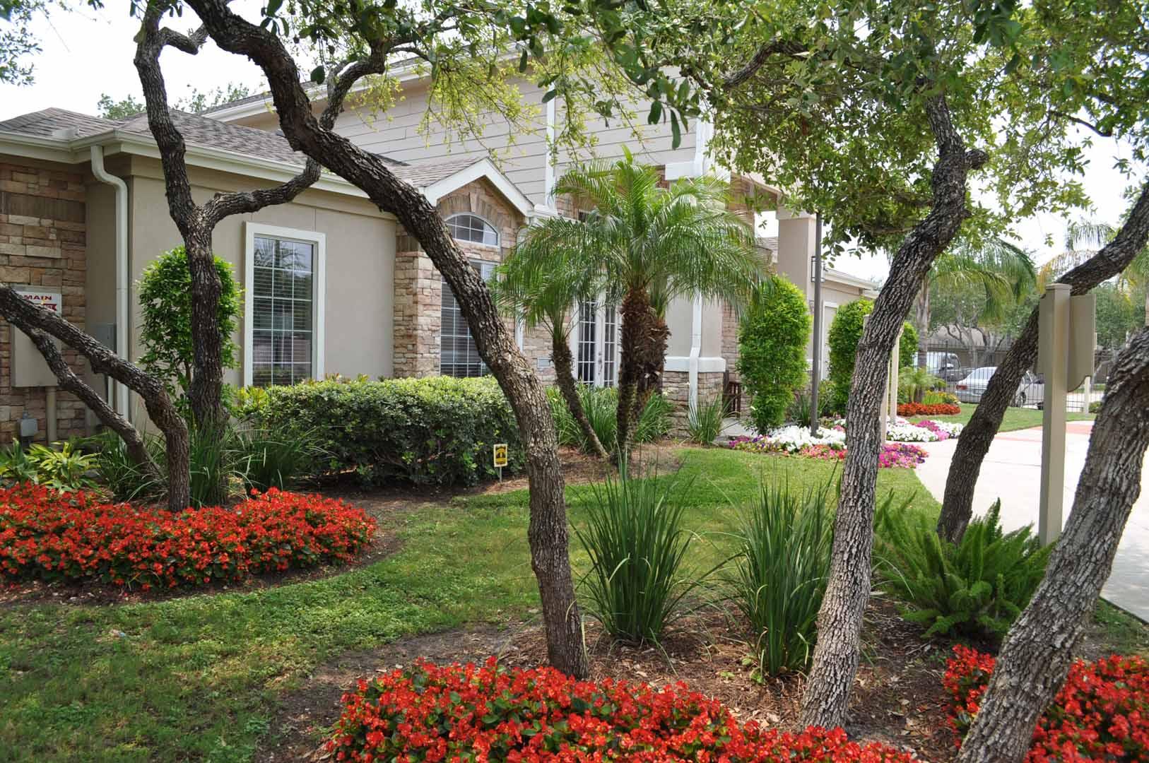 exterior-main-oaks-at-bentwater-corpus-murphys-corporate-lodging