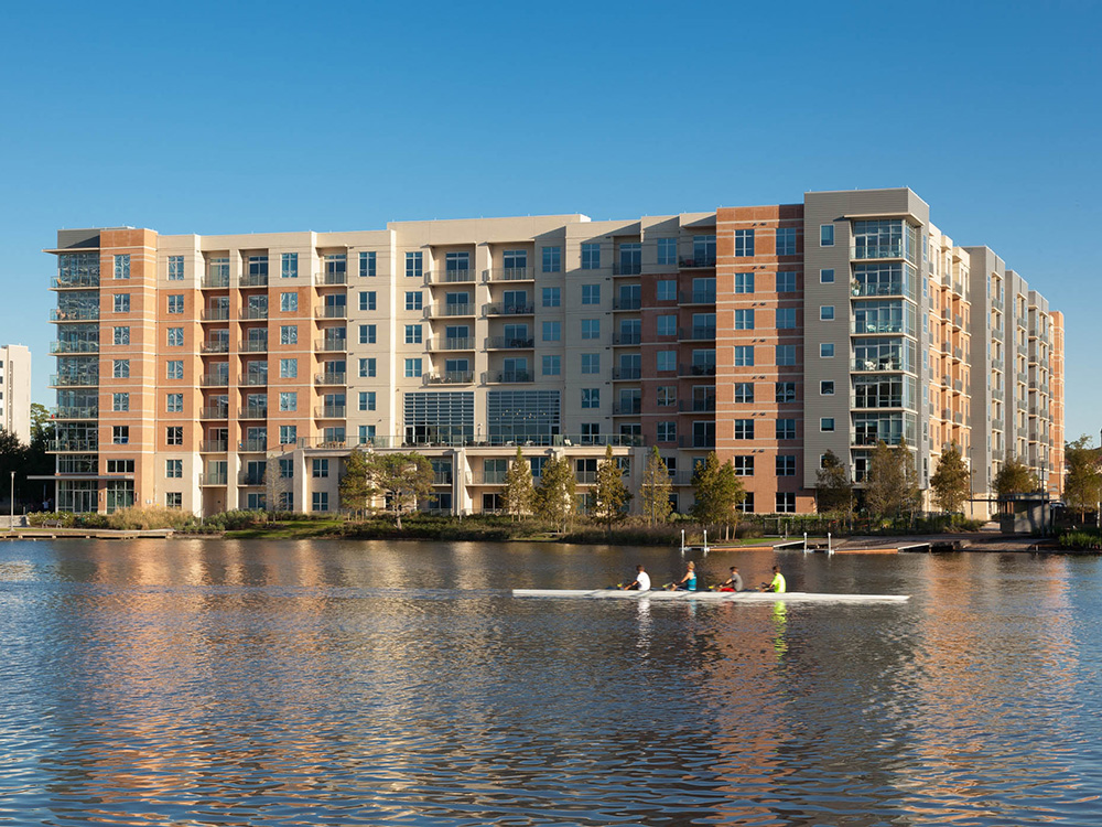 One Lake Edge Upscale Furnished Corporate Apartments The
