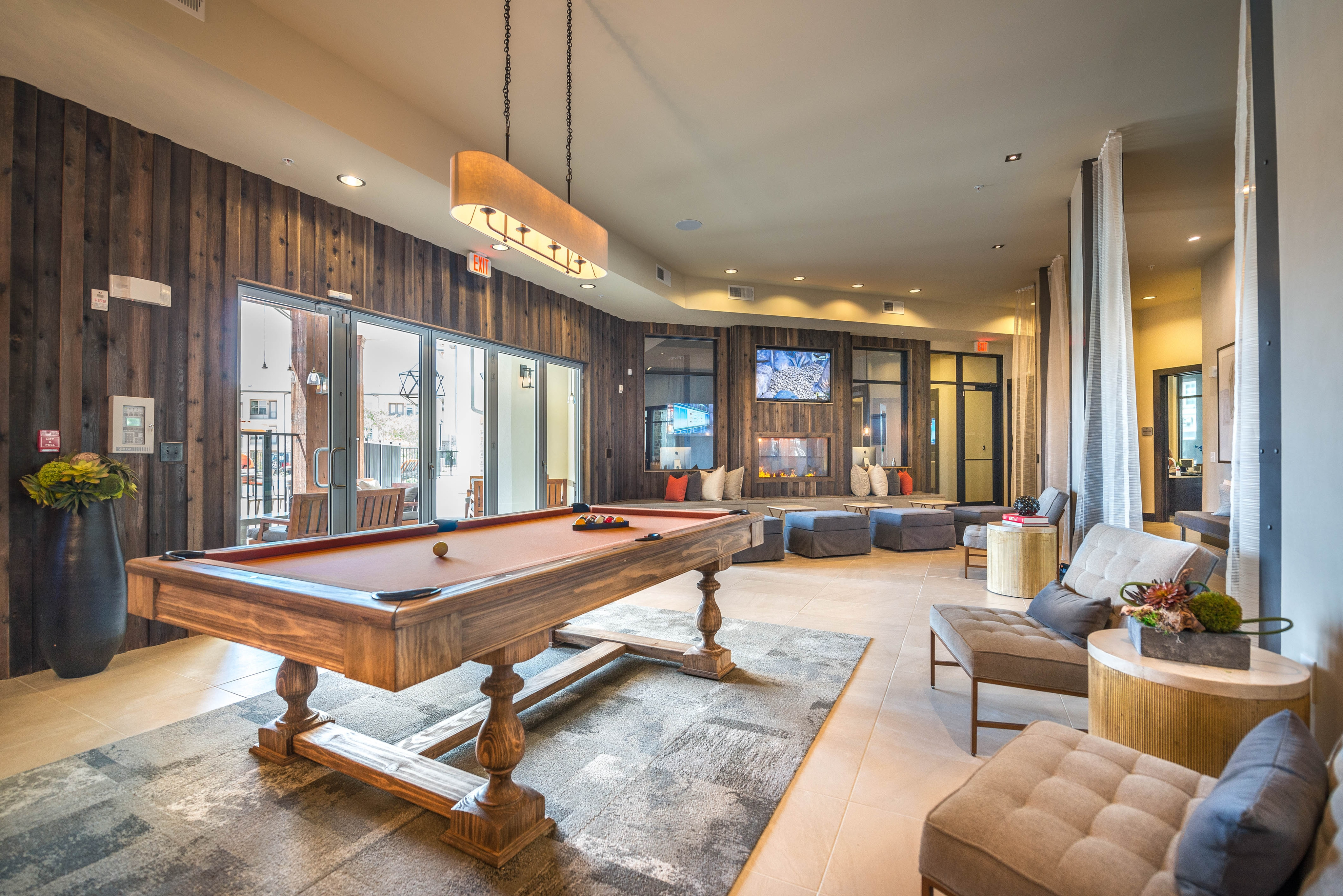 game-room-elan-dallas-murphys-corporate-lodging