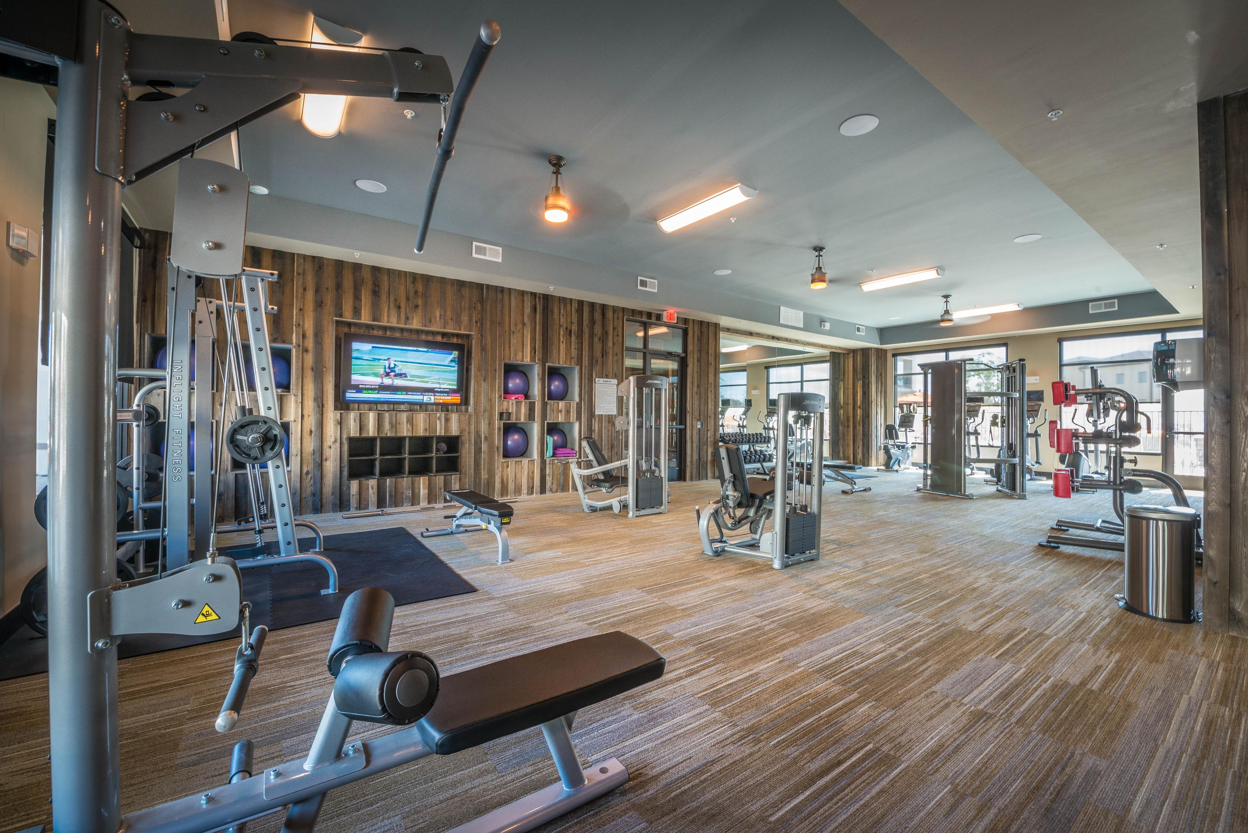 gym-elan-dallas-murphys-corporate-lodging