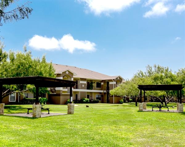 picnic-oaks-at-bentwater-corpus-murphys-corporate-lodging