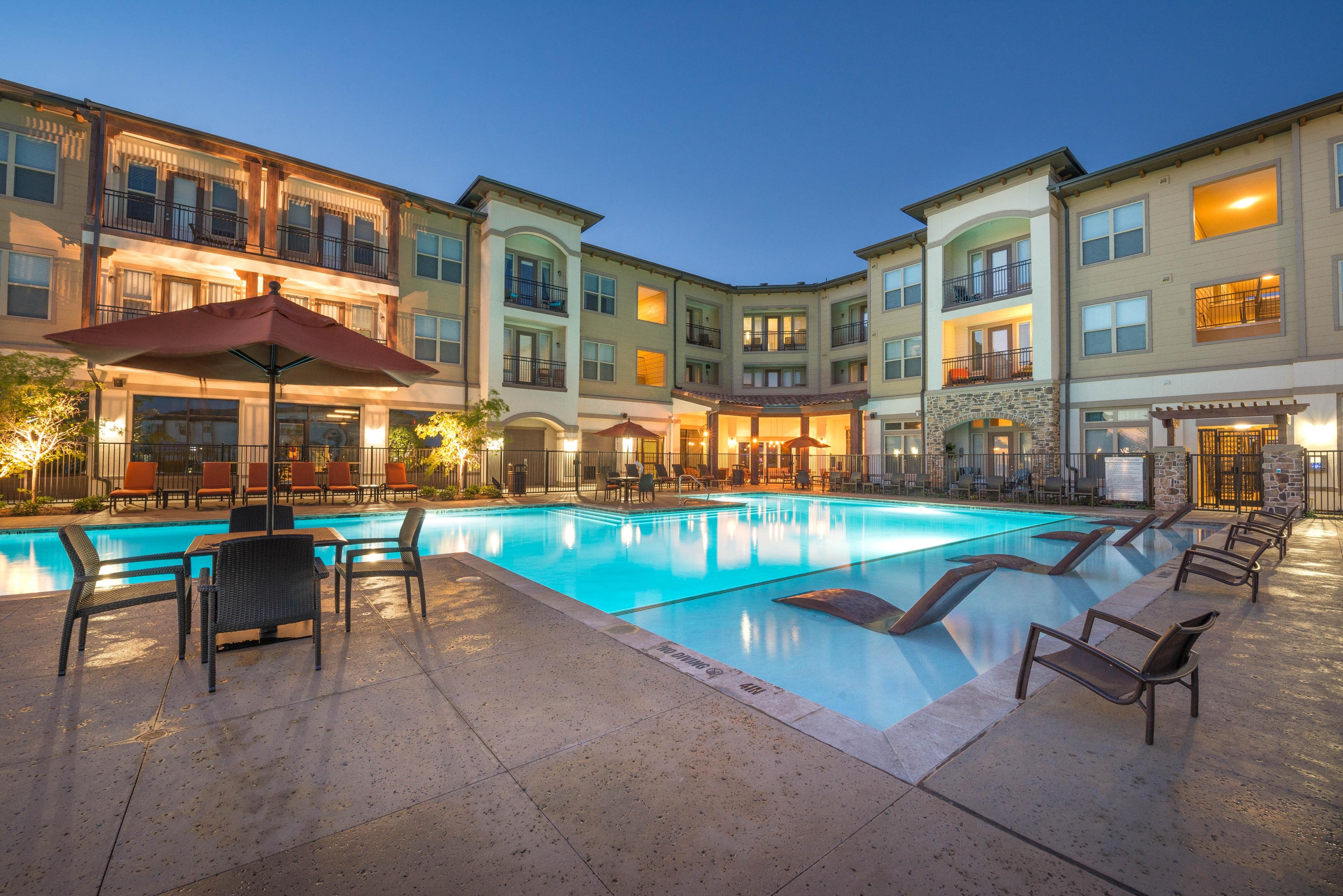 pool-elan-dallas-murphys-corporate-lodging