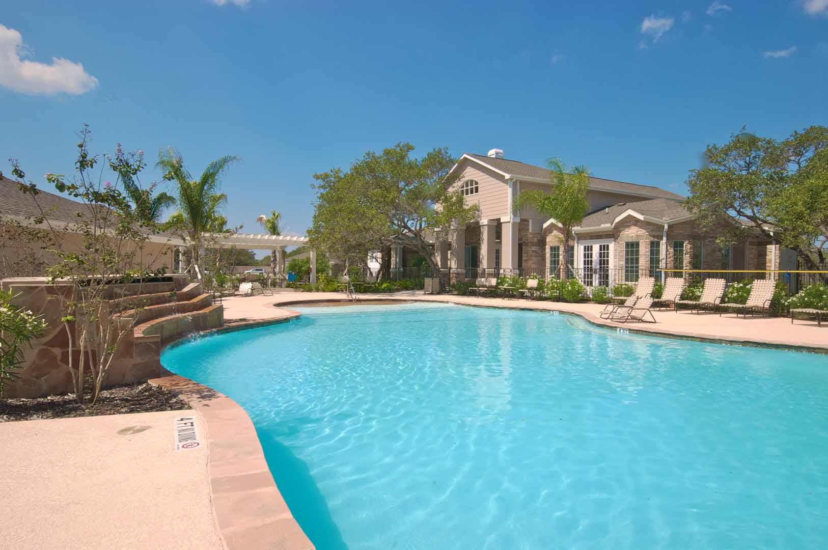 pool-oaks-at-bentwater-corpus-murphys-corporate-lodging-1